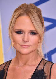 For her beauty look, Miranda Lambert went edgy with a winged, smoky eye.