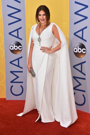 Hillary Scott looked quite the diva at the CMA Awards in a white Pamella Roland wrap gown boasting a floor-sweeping cape.