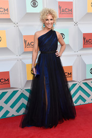 Kimberly Schlapman oozed elegance in a velvet and tulle one-shoulder gown by Alexander Pope at the Academy of Country Music Awards.