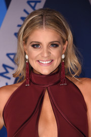 Lauren Alaina worked a boho-glam vibe with her center-parted waves at the 2017 CMA Awards.
