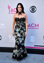 Kacey Musgraves looked coquettish in a strapless brocade mermaid gown by Marchesa at the 2017 ACM Awards.