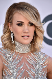 Carrie Underwood matched her sparkly dress with a pair of diamond chandelier earrings by Harry Kotlar.
