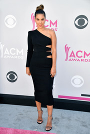 Liz Hernandez went for bold glamour in a multi-cutout one-sleeve dress at the 2017 ACM Awards.