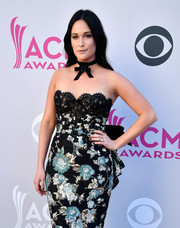 Kacey Musgraves complemented her dress with a black mani for the 2017 ACM Awards.