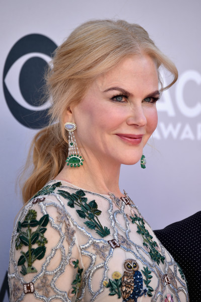 Nicole Kidman's Fred Leighton gemstone chandelier earrings were the perfect finishing touch to her ornately embellished gown!