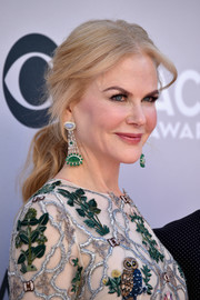 Nicole Kidman showed off an elegant center-parted ponytail at the 2017 ACM Awards.