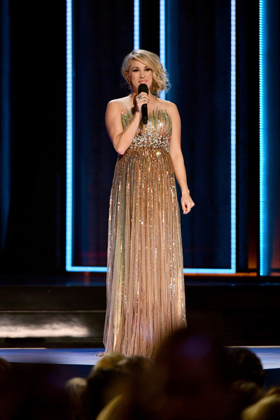 0eff408df6bca Carrie Underwood - The Best Maternity Looks From Celebrities ...