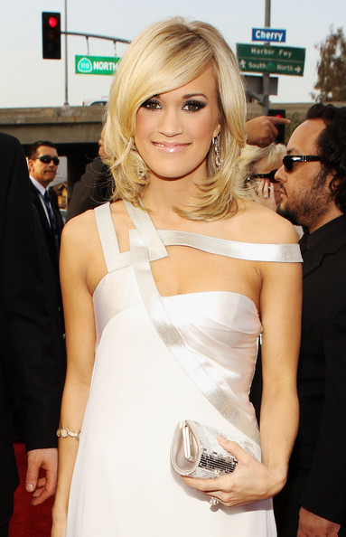 More Pics Of Carrie Underwood Medium Layered Cut 2 Of 21 Shoulder Length Hairstyles Lookbook Stylebistro