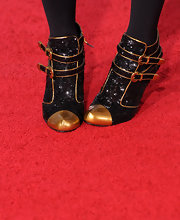 Roberta shows off these sparkling numbers on the red carpet while strutting her stuff on the red carpet.