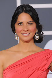 Olivia Munn shows off these sleek earrings on the red carpet, which were a nice complement to her one-shouldered gown.