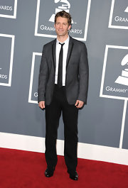 Matthew had a retro vibe to his ensemble at the Grammy Awards with a gray suit jacket and black pants.