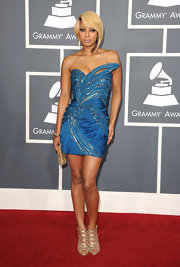 Keri donned a vibrant blue to the Grammy Awards with this sparkling strapless design.