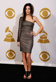Skylar Grey wore a dramatic one-shoulder and one-sleeve dress to the 53rd annual Grammy Awards.