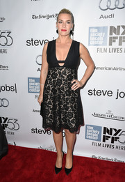 Kate Winslet oozed feminine charm at the New York Film Fest premiere of 'Steve Jobs' in a Valentino LBD with a bowed, plunging neckline and a lace-overlay skirt.