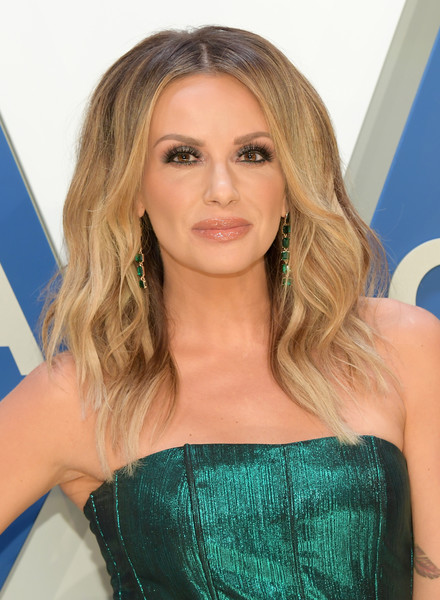 Carly Pearce attended the 2020 CMA Awards wearing a teased wavy 'do.