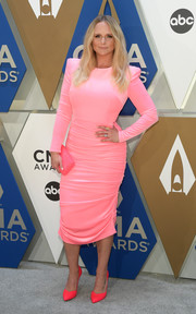 Miranda Lambert teamed her frock with a pair of pumps in a brighter shade of pink.