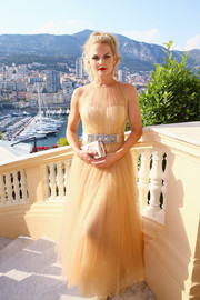 Jennifer Morrison chose a ruched nude satin clutch by Christian Louboutin to complement her gown.