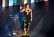 Maren Morris finished off her look with a pair of chartreuse satin pumps.