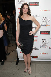Brooke Shields paired her one-shoulder dress with a black zipper clutch.