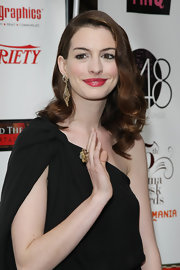 Anne Hathaway paired her retro curls with gold dangling earrings.