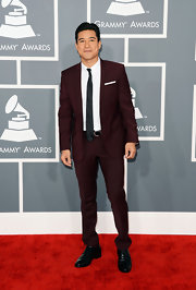 Mario Lopez rocked a burgundy suit and crisp black tie at the 2013 Grammy Awards.