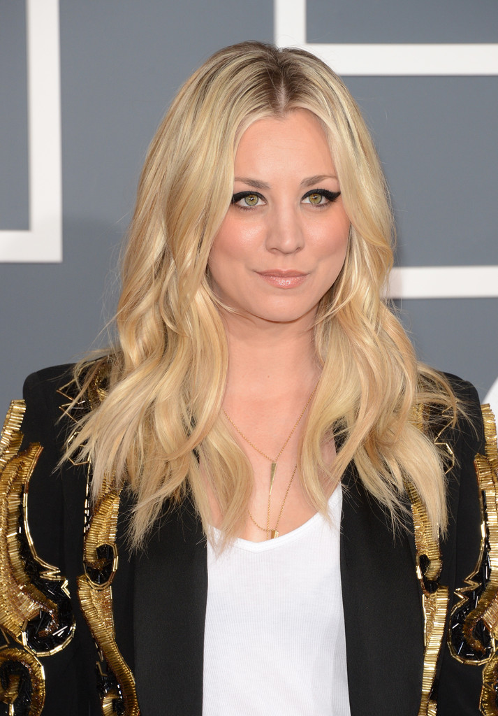 more pics of kaley cuoco leather pants 1 of 6 kaley cuoco lookbook stylebistro. Black Bedroom Furniture Sets. Home Design Ideas