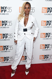 Mary J. Blige complemented her suit with pointy white pumps.