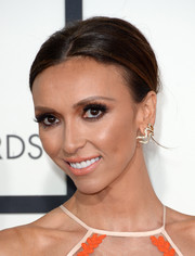 Giuliana Rancic wore her short hair swept back with a center part when she attended the Grammys.