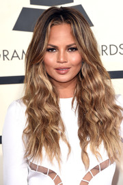 Chrissy Teigen sported boho center-parted waves during the Grammys.
