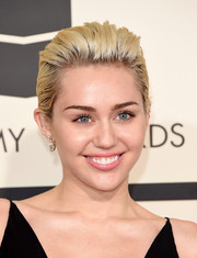 For a touch of glamour, Miley Cyrus accessorized with a pair of diamond drop earrings by Lorraine Schwartz.