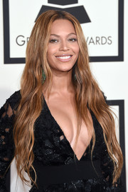 Beyonce Knowles was hippie-chic at the Grammys with her ultra-long center-parted waves.