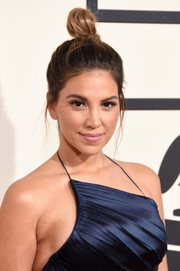 Liz Hernandez kept it casual with this top knot during the Grammys.