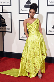 Lianne La Havas brightened up the Grammys red carpet with this asymmetrical yellow strapless gown by Vivienne Westwood.