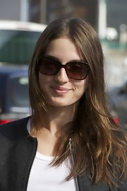 Maria Valverde looked chic in her tortoiseshell butterfly sunnies.