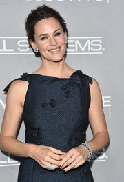 Jennifer Garner added extra sparkle with some Hearts on Fire diamond bracelets.
