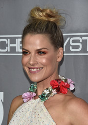 Ali Larter sported a heavy application of copper eyeshadow for a striking beauty look.
