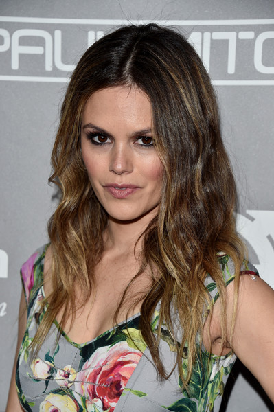 Rachel Bilson sported an edgy-chic wavy hairstyle at the Baby2Baby Gala.
