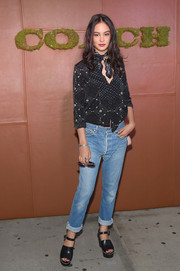 Courtney Eaton made boyfriend jeans look so stylish!
