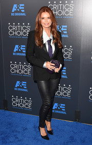 Roma Downey completed her funky look with a pair of black leather leggings.
