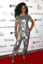 Kelly Rowland sealed off her metallic look with a pair of strappy silver heels.