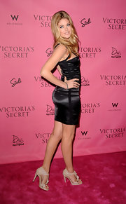 The blonde bombshell walked the pink carpet in a cutout LBD with a pair of nude, t-strapped, open-toe sandals.