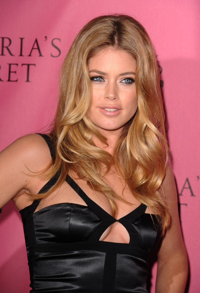 More Pics of Doutzen Kroes Cutout Dress (1 of 8) - Doutzen Kroes Lookbook - StyleBistro