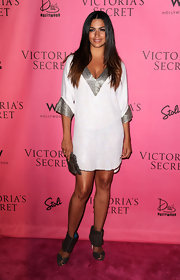 The Brazilian bombshell sported a metallic trimmed tunic with a pair of brown suede, cutout booties.