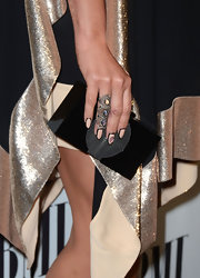 Kesha wore her lengthy nails polished with a pretty opaque peach polish and boldly outlined in black.