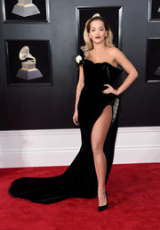 Rita Ora was the definition of sultry glamour in this high-slit, off-one-shoulder velvet gown by Ralph & Russo Couture at the 2018 Grammys.