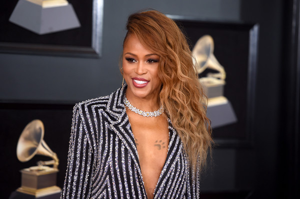 Eve complemented her sparkly suit with a gorgeous diamond necklace by Chopard.