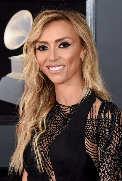 Giuliana Rancic attended the 2018 Grammys wearing loose, boho-style waves.