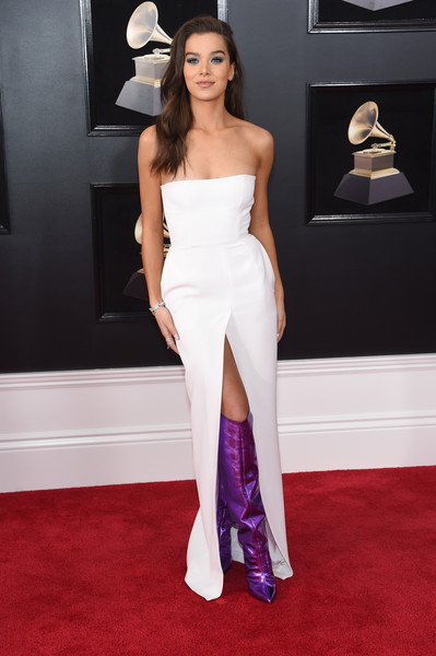 Hailee Steinfeld chose a strapless white Alexandre Vauthier gown with a high front slit for her 2018 Grammys look.