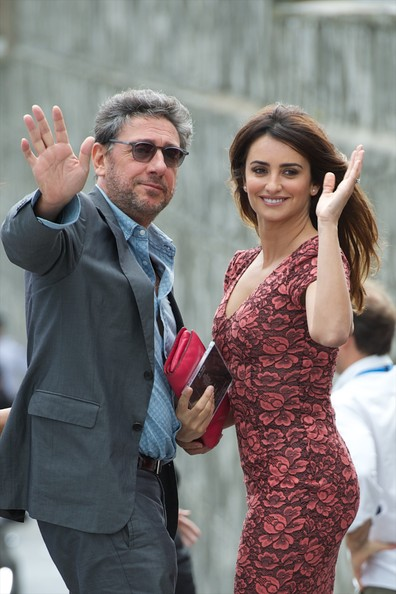 More Pics of Penelope Cruz Long Straight Cut (1 of 30) - Penelope Cruz Lookbook - StyleBistro