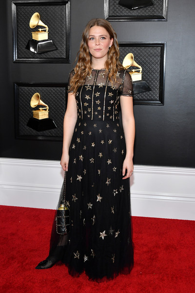 Maggie Rogers coordinated her dress with a black chain-strap bag.